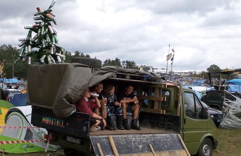 woodstock 2015 ford Transit busy platforma