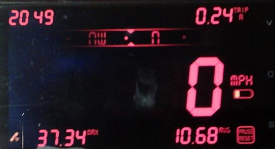 digiHUD w kolorze czerwonym aplikacja do samochodu
