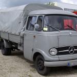 800px-Mercedes_L319_BW_1