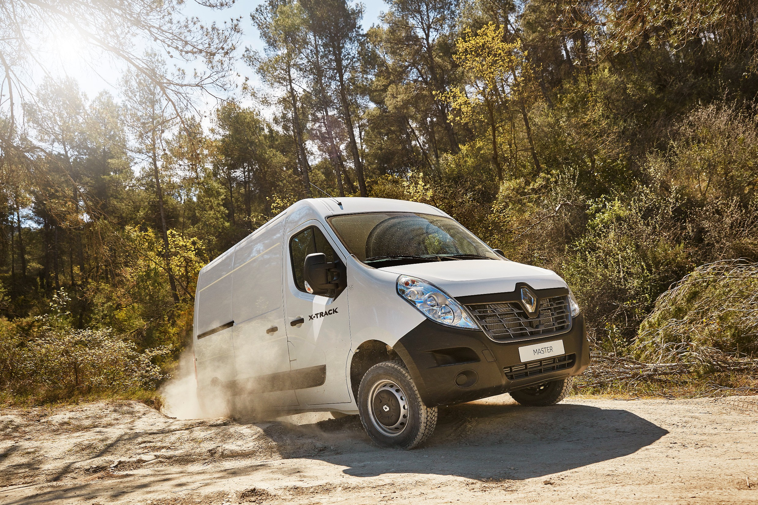 3.renault master xtrack. credits - yannick brossard