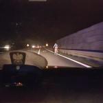 Jechał rowerem  na autostradzie