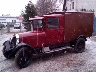 najstarszy samochód dostawczy na otomoto